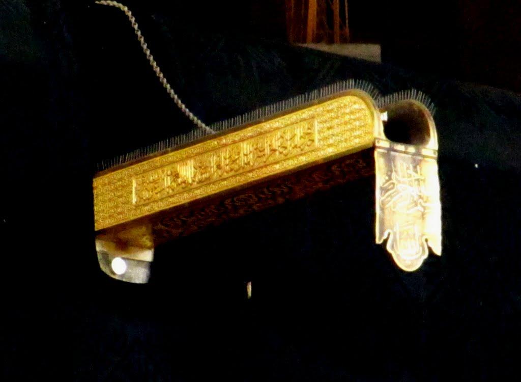 Kabe'de sağanak yağmurdan altınoluk coştu